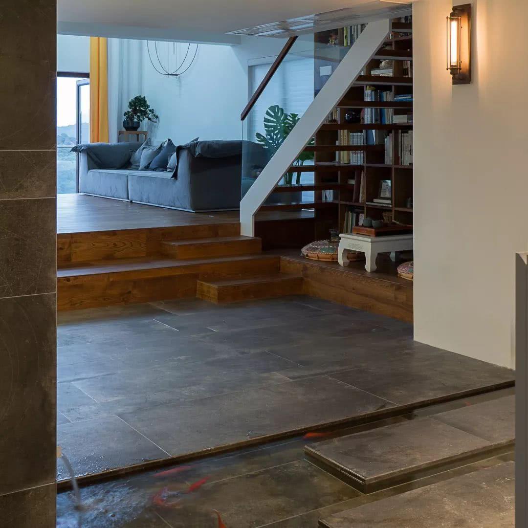 室内楼梯下鱼池效果图